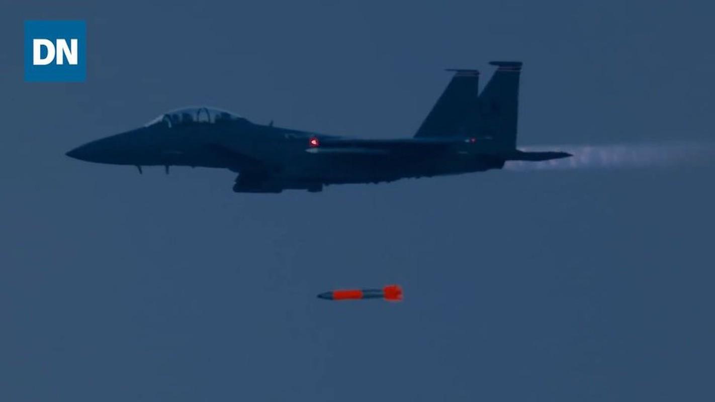 Man nhan xem tiem kich F-15E Strike Eagle tha bom hat nhan B61-12-Hinh-6