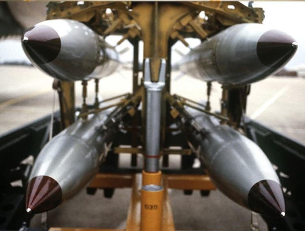 Man nhan xem tiem kich F-15E Strike Eagle tha bom hat nhan B61-12-Hinh-8