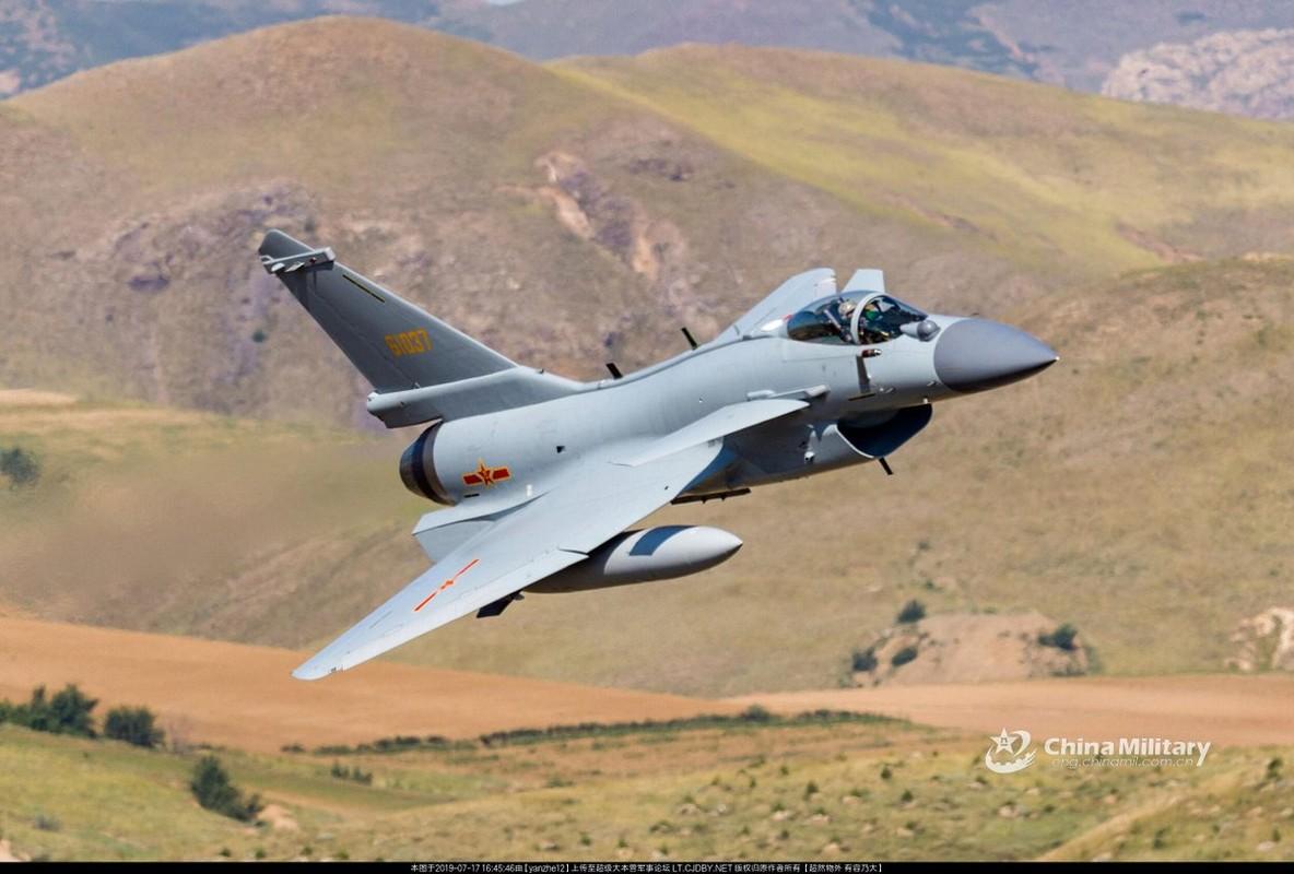 Trung Quoc: Tiem kich J-10C ap dao hoan toan