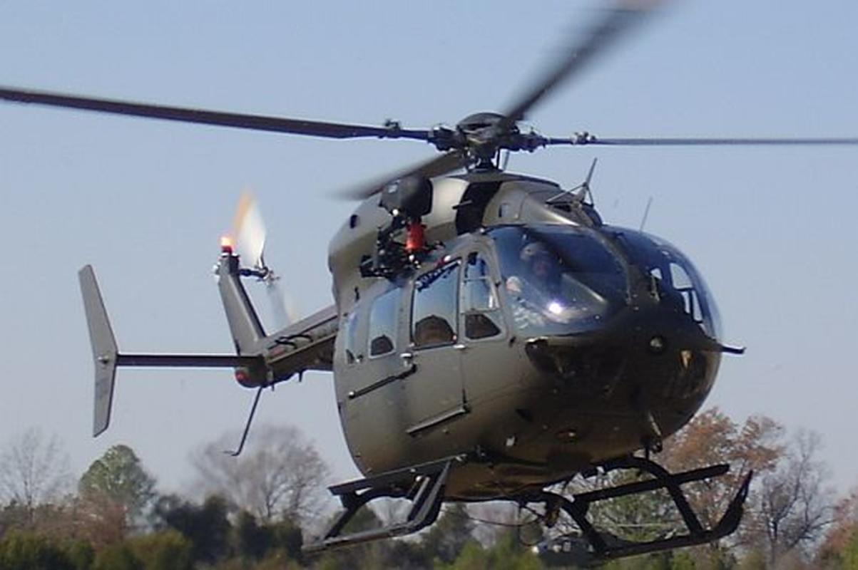 Truc thang UH-72 de doa nham nguoi bieu tinh My do menh lenh map mo-Hinh-12