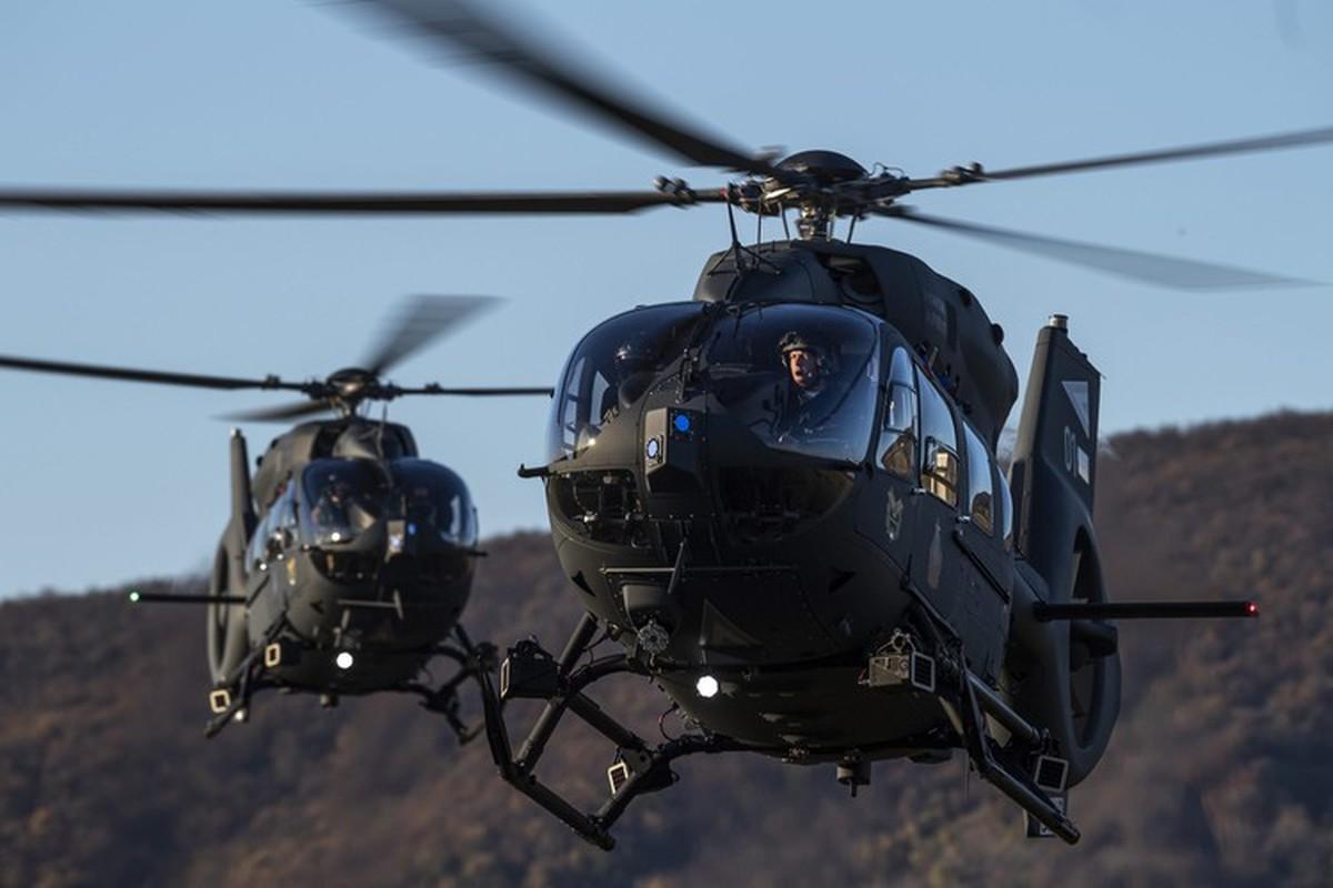 Truc thang UH-72 de doa nham nguoi bieu tinh My do menh lenh map mo-Hinh-4
