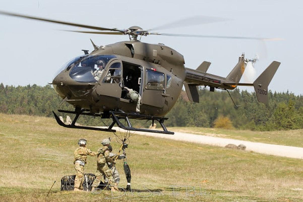 Truc thang UH-72 de doa nham nguoi bieu tinh My do menh lenh map mo-Hinh-6