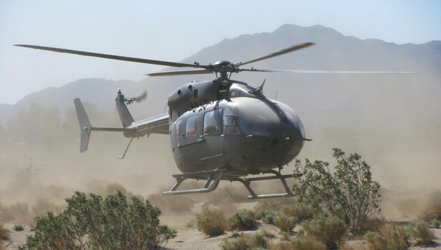 Truc thang UH-72 de doa nham nguoi bieu tinh My do menh lenh map mo-Hinh-9