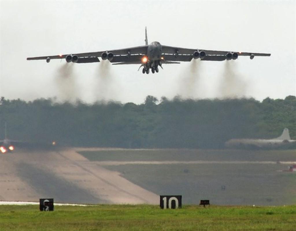 Bien doi B-52 My xam nhap bien Okhotsk, Nga dieu loat tiem kich giam sat-Hinh-18
