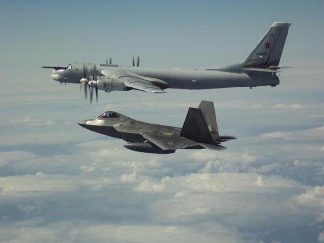 Bi F-22 My ap sat, Nga xuat kich dan