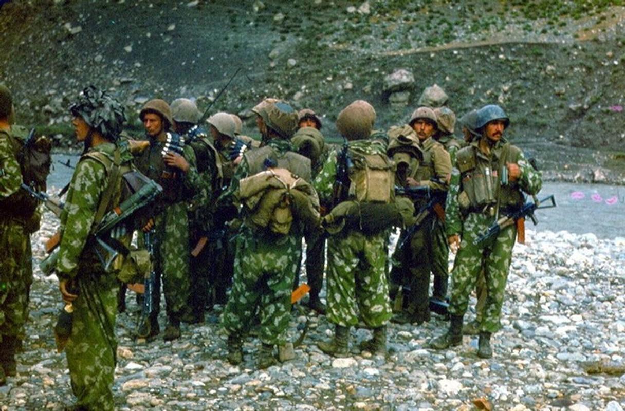 Hinh anh cuc doc ve binh si, vu khi Hong quan Lien Xo o Afghanistan-Hinh-12