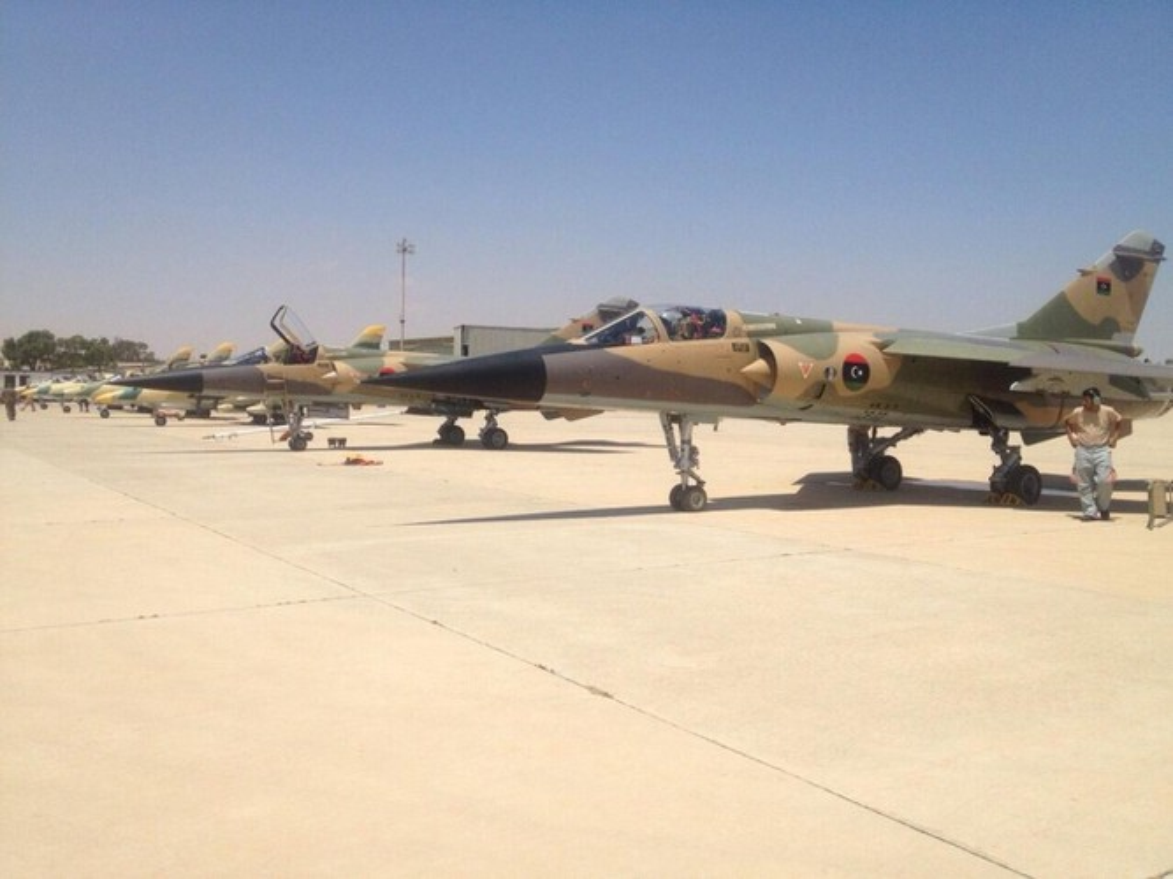 Quan doi Quoc gia Libya nang cap khong quan san sang danh lon o Sirte-Hinh-4
