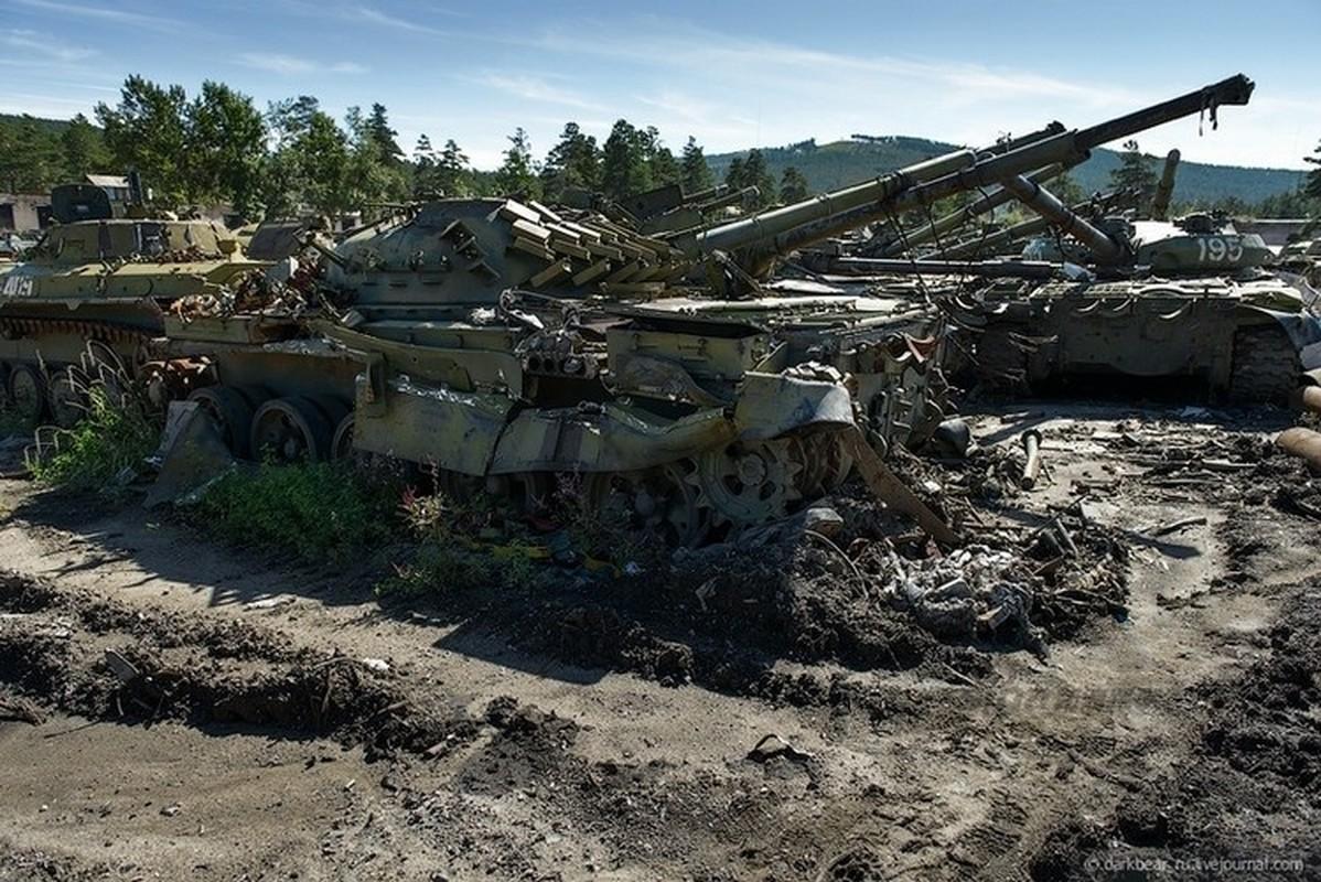Tiec nuoi dan xe tang T-72, T-80 bi bo khong, tan nat trong