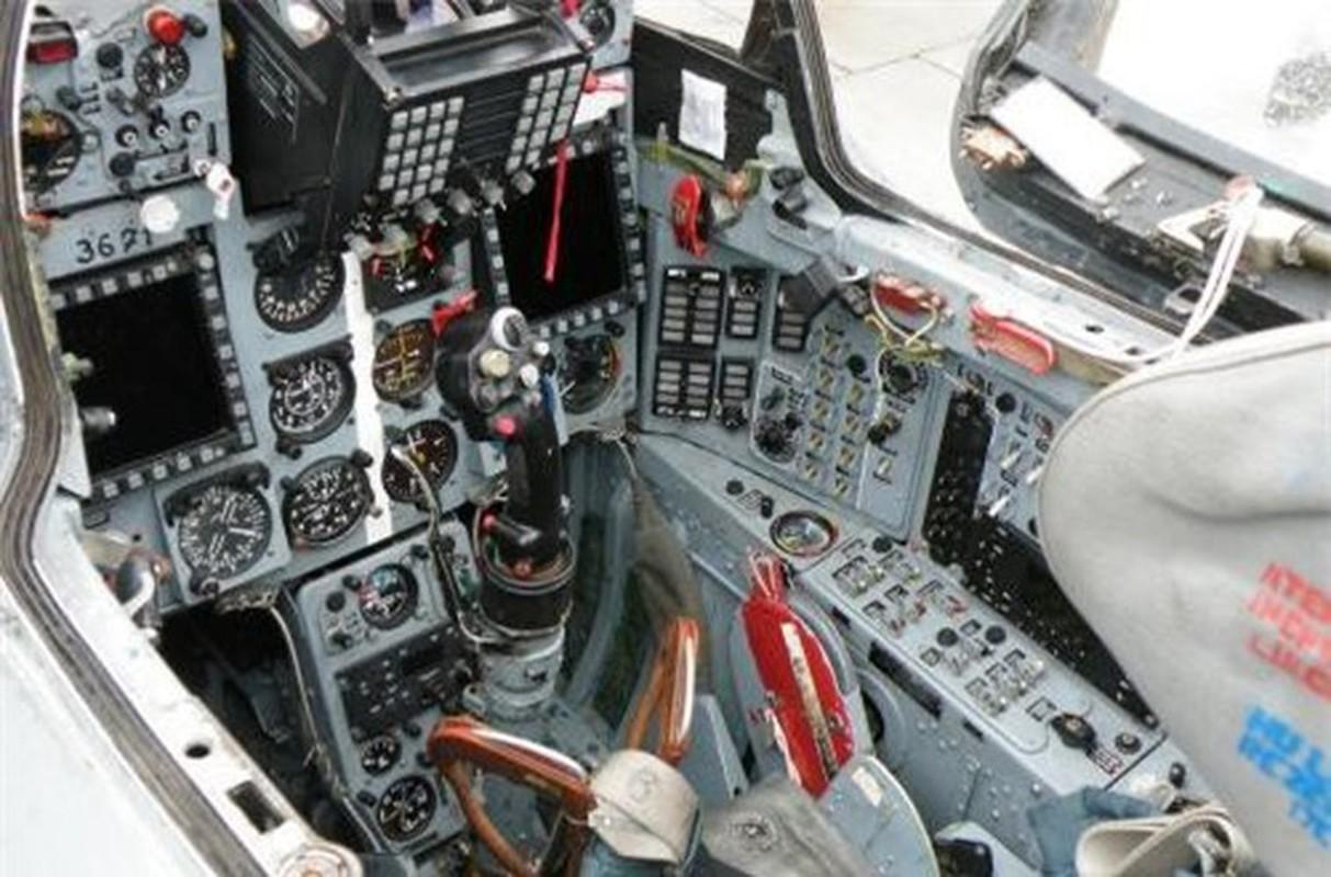 Tiem kich MiG-21 LanceR Romania vua lao len chan dau Tu-22M3 Nga-Hinh-10