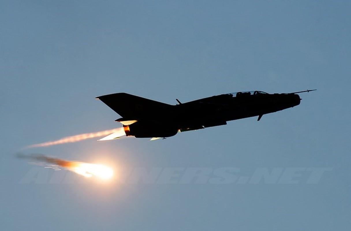 Tiem kich MiG-21 LanceR Romania vua lao len chan dau Tu-22M3 Nga-Hinh-13
