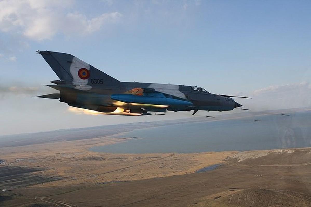Tiem kich MiG-21 LanceR Romania vua lao len chan dau Tu-22M3 Nga-Hinh-14