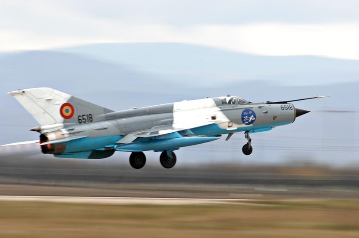 Tiem kich MiG-21 LanceR Romania vua lao len chan dau Tu-22M3 Nga-Hinh-15