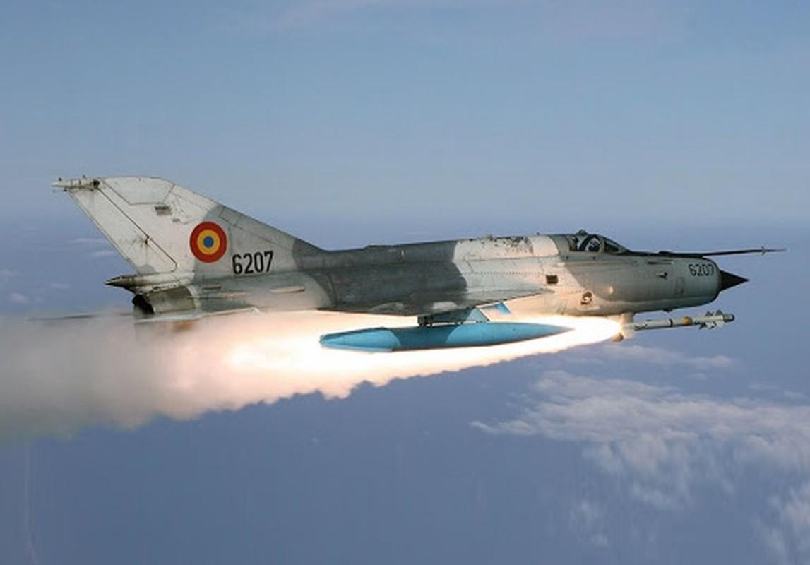 Tiem kich MiG-21 LanceR Romania vua lao len chan dau Tu-22M3 Nga-Hinh-17