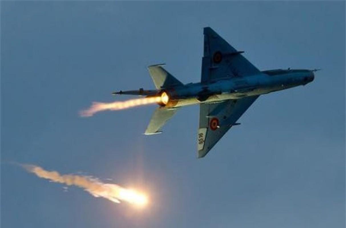 Tiem kich MiG-21 LanceR Romania vua lao len chan dau Tu-22M3 Nga-Hinh-18