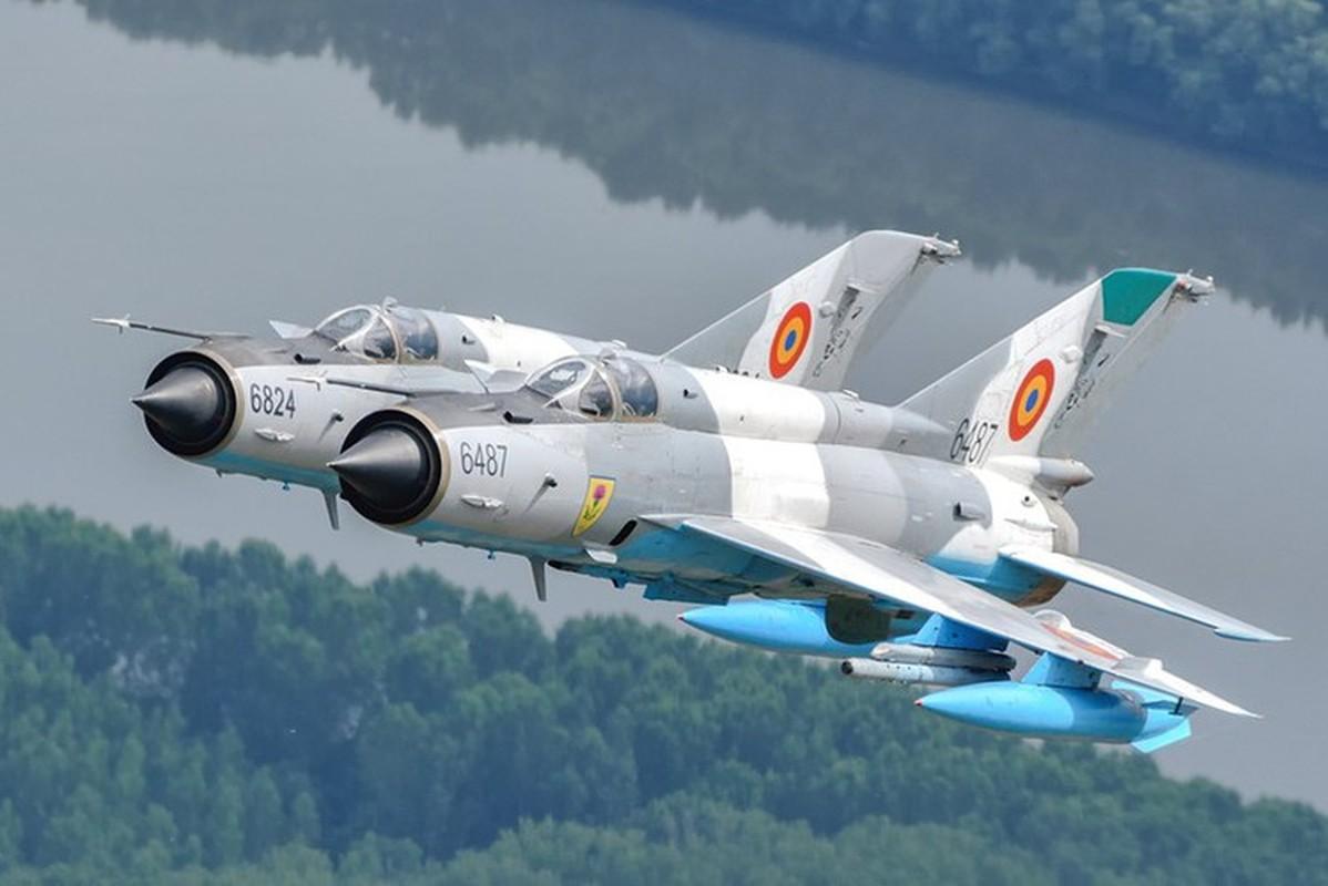Tiem kich MiG-21 LanceR Romania vua lao len chan dau Tu-22M3 Nga-Hinh-3