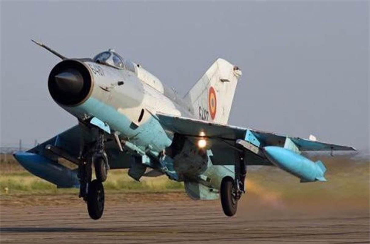 Tiem kich MiG-21 LanceR Romania vua lao len chan dau Tu-22M3 Nga-Hinh-4