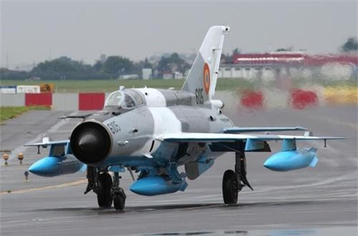 Tiem kich MiG-21 LanceR Romania vua lao len chan dau Tu-22M3 Nga-Hinh-5
