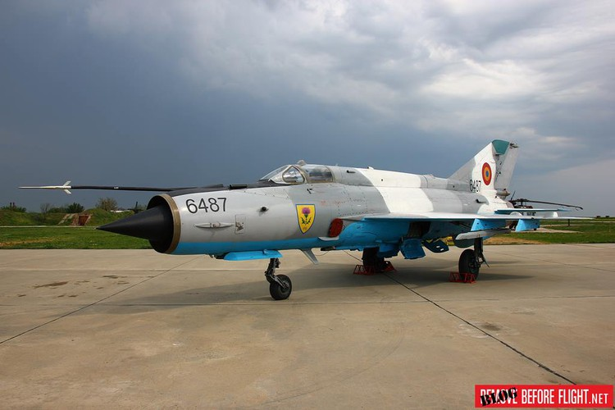 Tiem kich MiG-21 LanceR Romania vua lao len chan dau Tu-22M3 Nga-Hinh-6