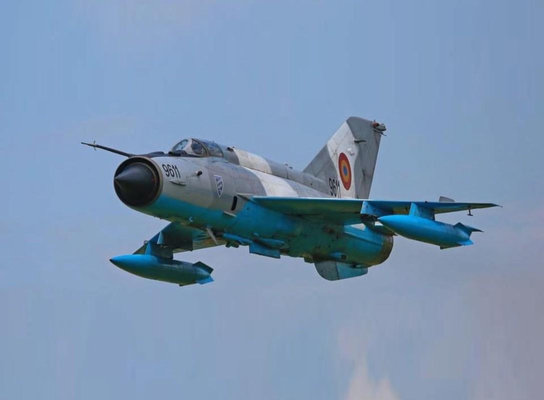 Tiem kich MiG-21 LanceR Romania vua lao len chan dau Tu-22M3 Nga-Hinh-9