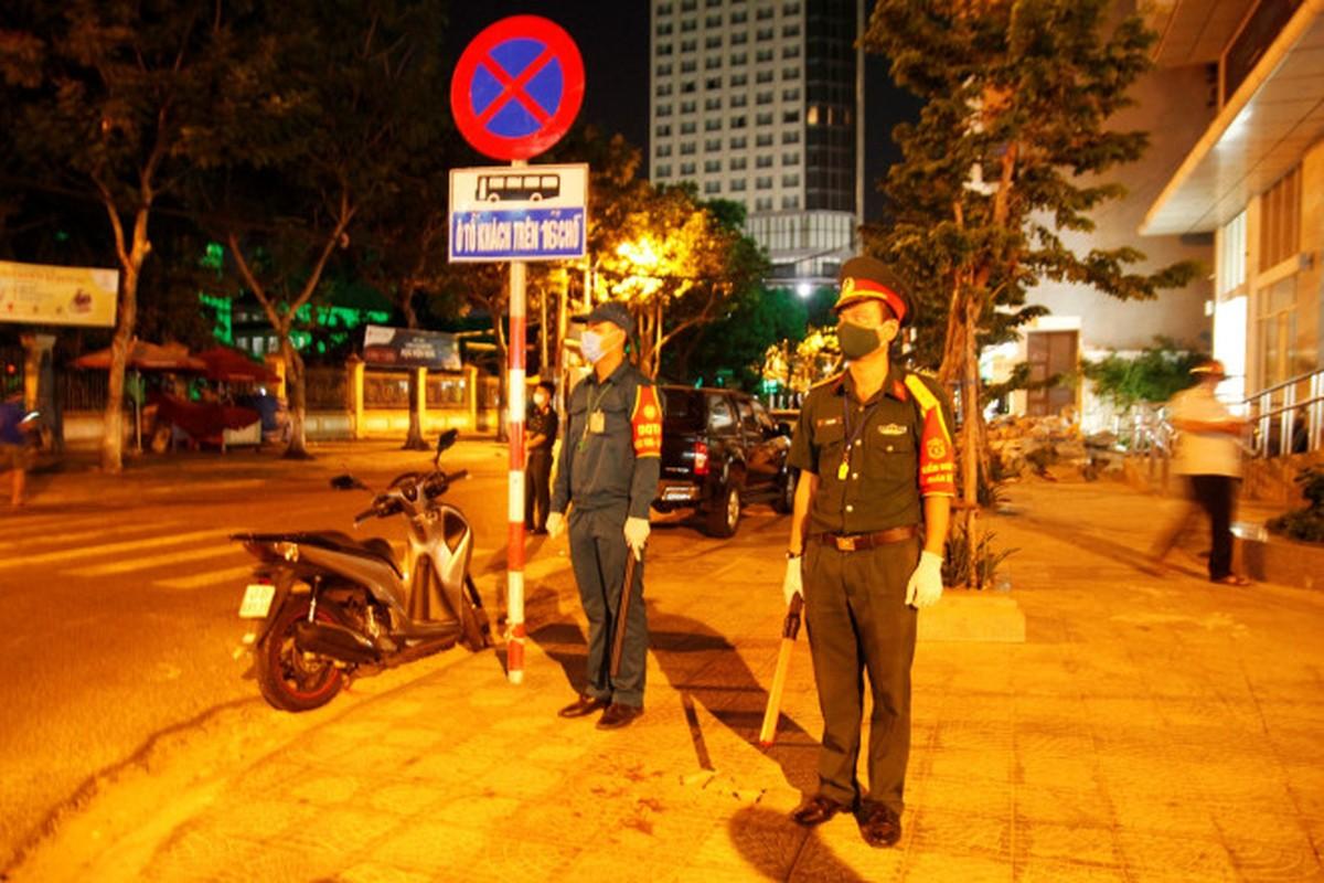 Binh chung Hoa hoc dung xe chuyen dung tieu doc benh vien tai Da Nang-Hinh-6