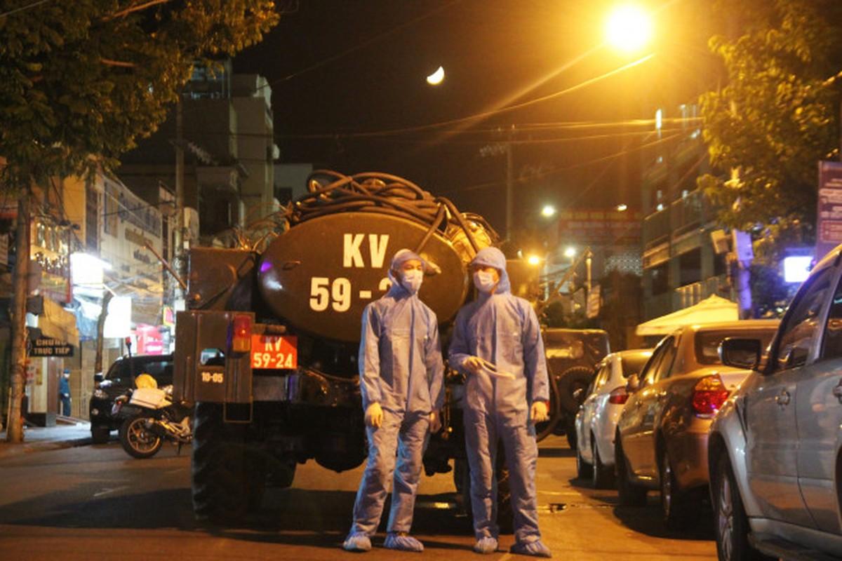 Binh chung Hoa hoc dung xe chuyen dung tieu doc benh vien tai Da Nang-Hinh-8