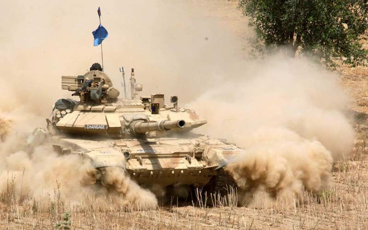 Lo linh Trung Quoc vuot bien gioi, An Do trien khai 12 xe tang T-90-Hinh-19
