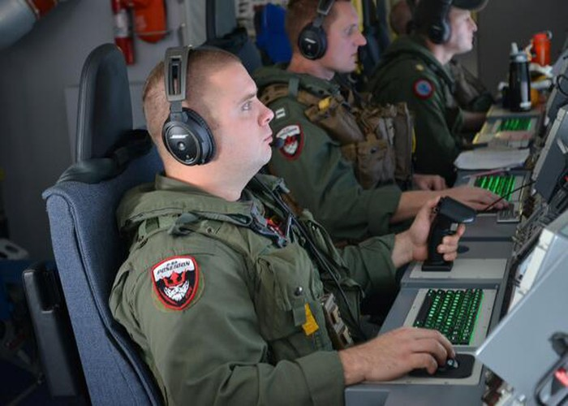 Tuong tan vu may bay san ngam P-8A My ap sat Thuong Hai, Trung Quoc-Hinh-9