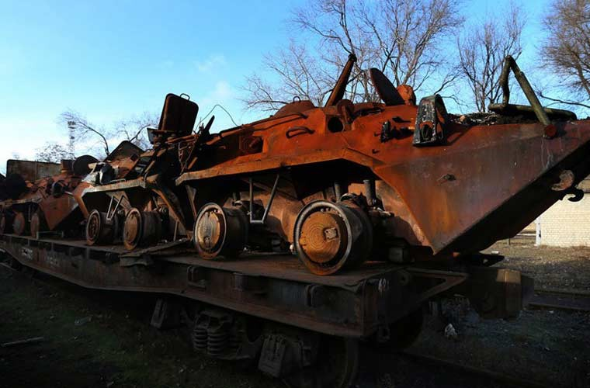 Xe tang T-64, T-72 cu nat trong xuong sua chua vu khi Quan doi Ukraine-Hinh-10