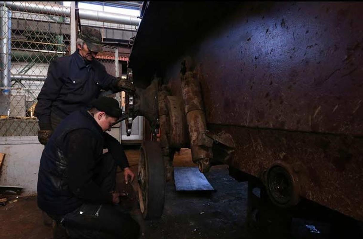Xe tang T-64, T-72 cu nat trong xuong sua chua vu khi Quan doi Ukraine-Hinh-12