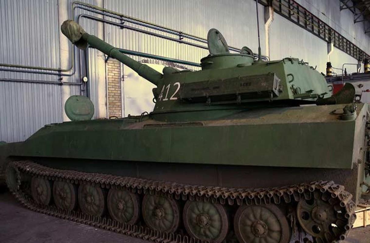 Xe tang T-64, T-72 cu nat trong xuong sua chua vu khi Quan doi Ukraine-Hinh-15
