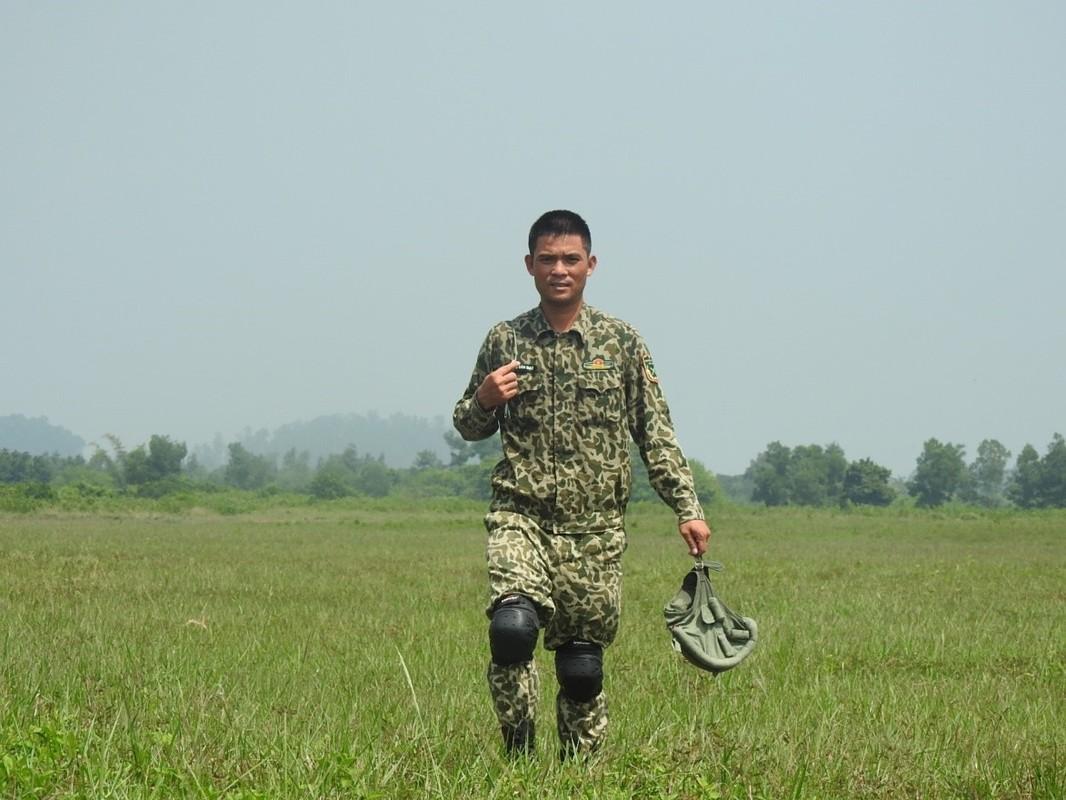 Muc kich luc luong Dac cong Hai quan Viet Nam huan luyen nhay du-Hinh-10