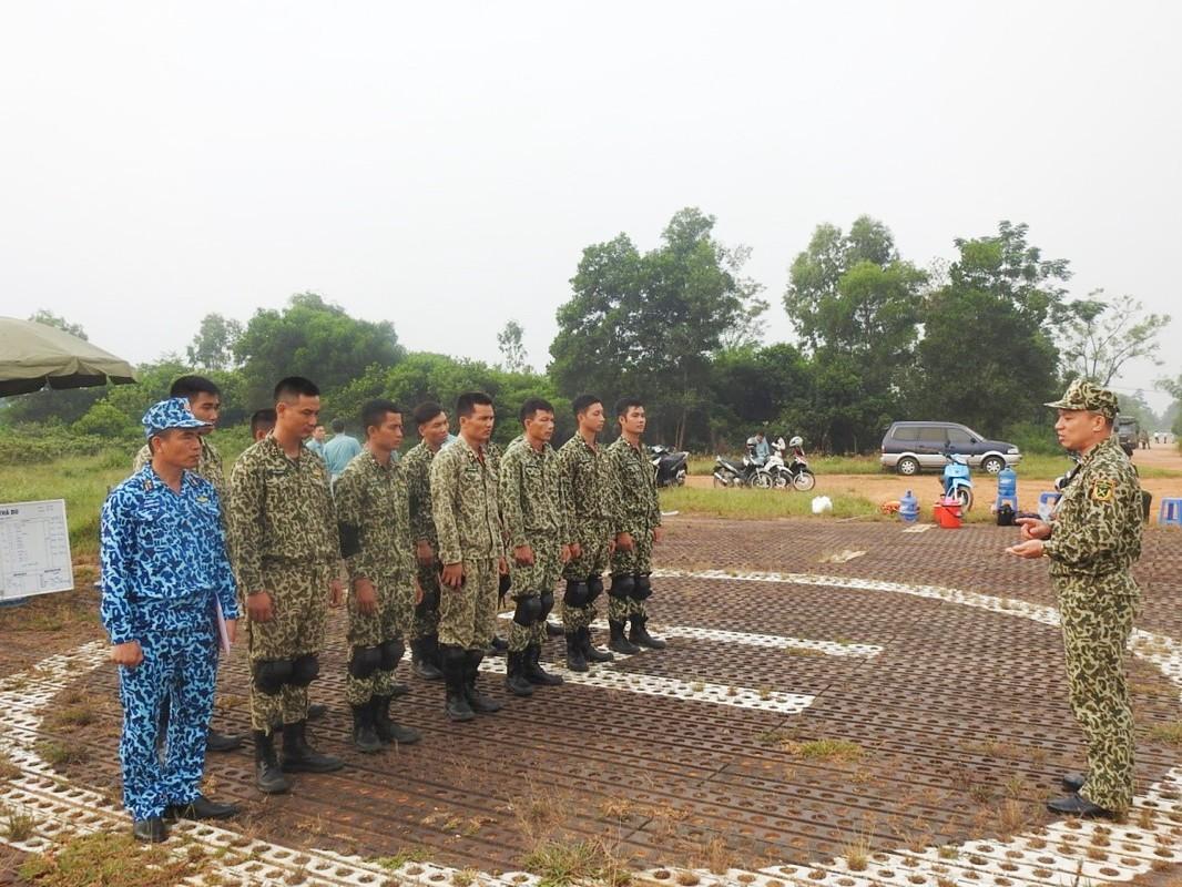 Muc kich luc luong Dac cong Hai quan Viet Nam huan luyen nhay du-Hinh-11