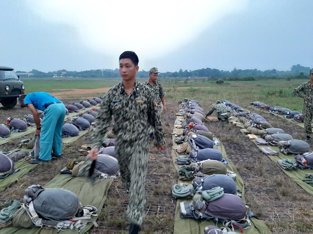 Muc kich luc luong Dac cong Hai quan Viet Nam huan luyen nhay du-Hinh-2
