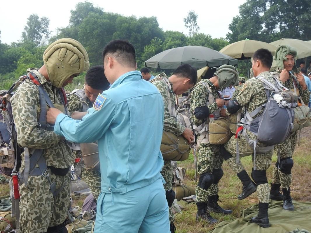 Muc kich luc luong Dac cong Hai quan Viet Nam huan luyen nhay du-Hinh-3