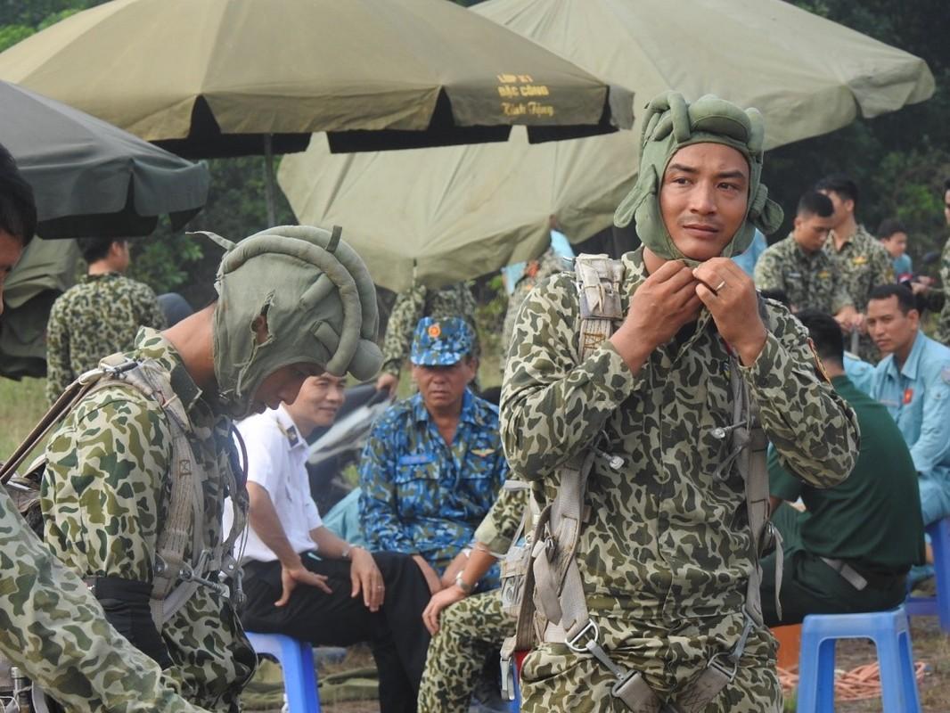 Muc kich luc luong Dac cong Hai quan Viet Nam huan luyen nhay du-Hinh-4