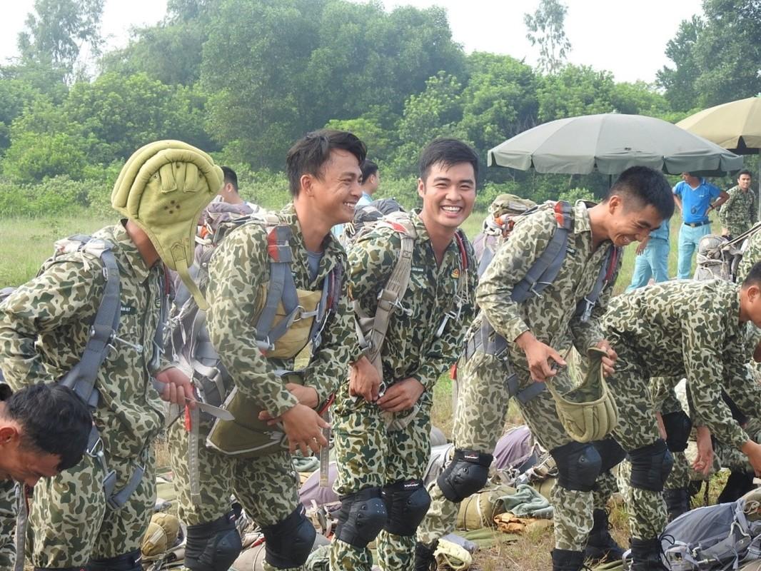 Muc kich luc luong Dac cong Hai quan Viet Nam huan luyen nhay du-Hinh-5
