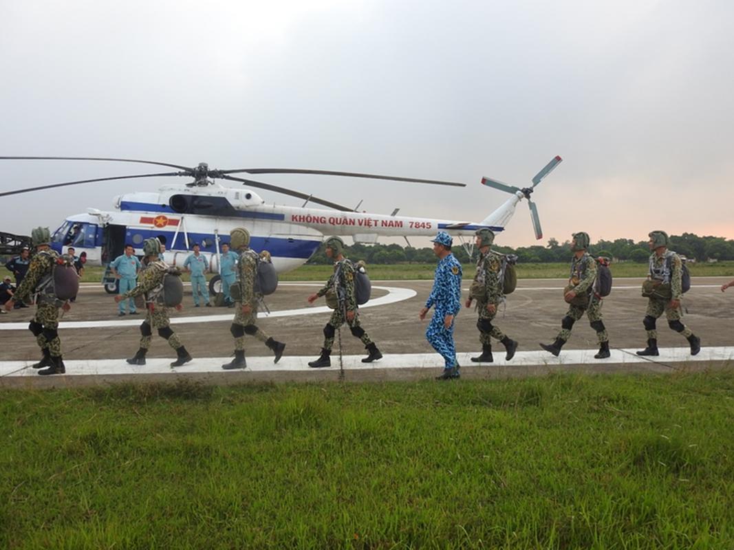 Muc kich luc luong Dac cong Hai quan Viet Nam huan luyen nhay du-Hinh-6