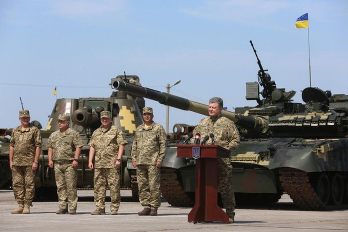 Vi sao loat thiet giap Ukraine che tu tang T-80 bi chon vui mai mai-Hinh-5