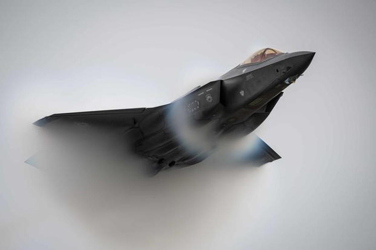 Tiem kich F-35A huy dien tap vi so set, vi sao Nga cuoi tham?