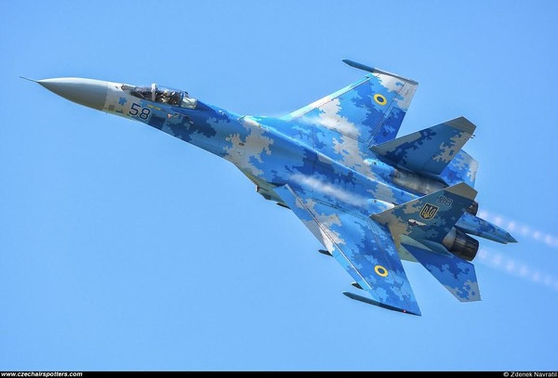 Phi cong Su-27 Ukraine tung suyt ban roi Il-20 cua Nga nhu the nao?-Hinh-6