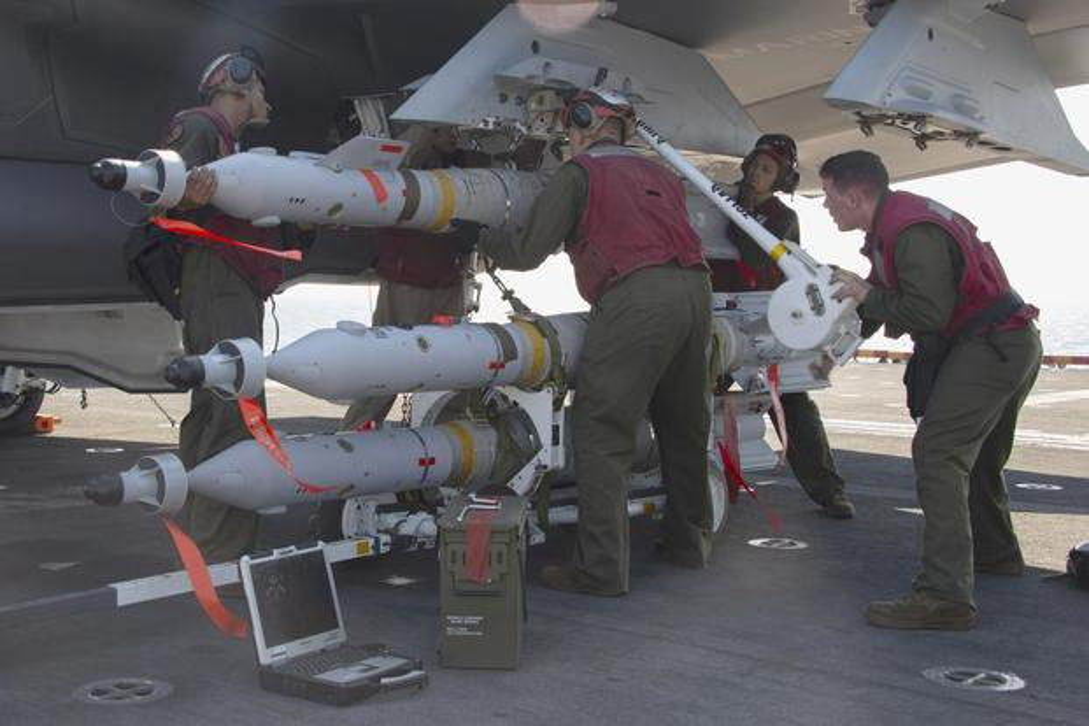 Bom dan duong bang laser cua My giup gi cho Quan doi Philippines?-Hinh-3