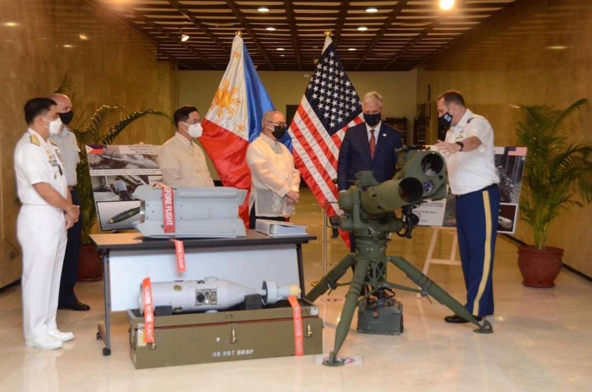 Bom dan duong bang laser cua My giup gi cho Quan doi Philippines?-Hinh-4