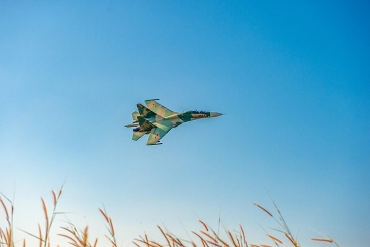 Tiem kich Su-30MK2 Viet Nam xe gio luyen don tren khong-Hinh-7