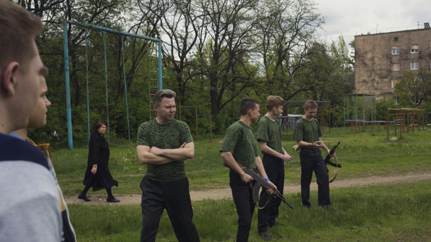 """Dot nhap"" ngoi truong sat chien tuyen o Ukraine-Hinh-9"