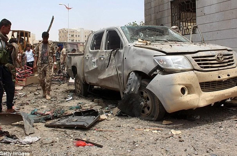 Hien truong vu danh bom kinh hoang o Yemen-Hinh-2
