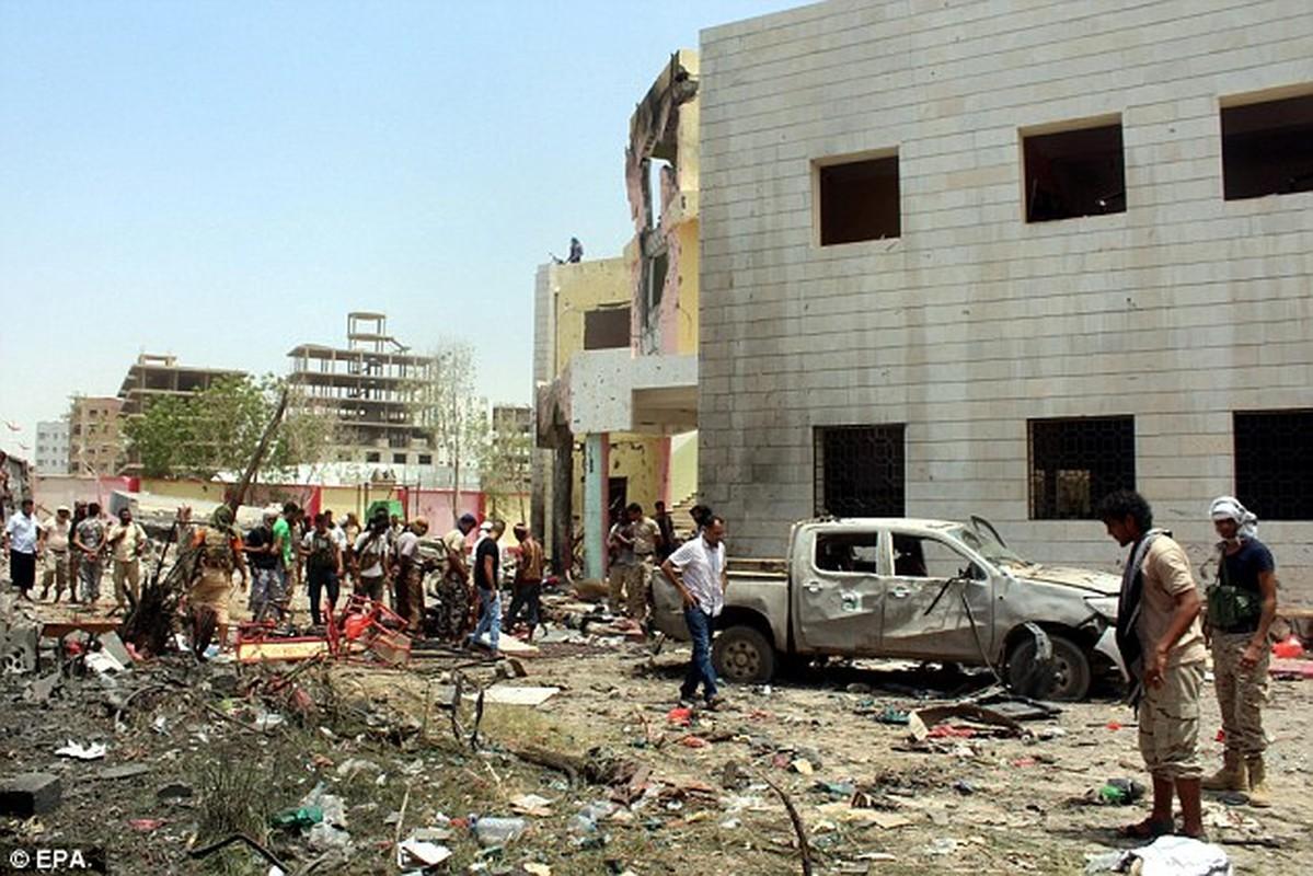 Hien truong vu danh bom kinh hoang o Yemen-Hinh-3
