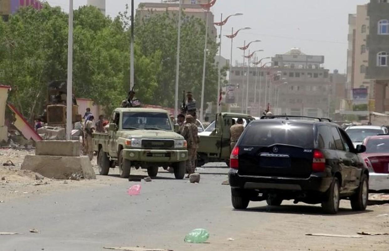 Hien truong vu danh bom kinh hoang o Yemen-Hinh-4