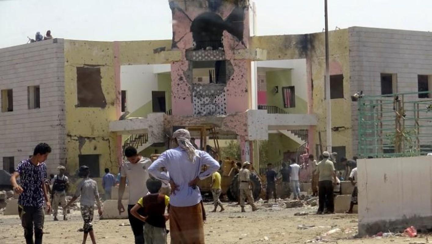 Hien truong vu danh bom kinh hoang o Yemen-Hinh-5