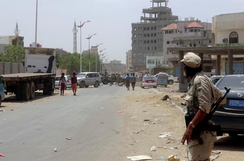 Hien truong vu danh bom kinh hoang o Yemen-Hinh-6