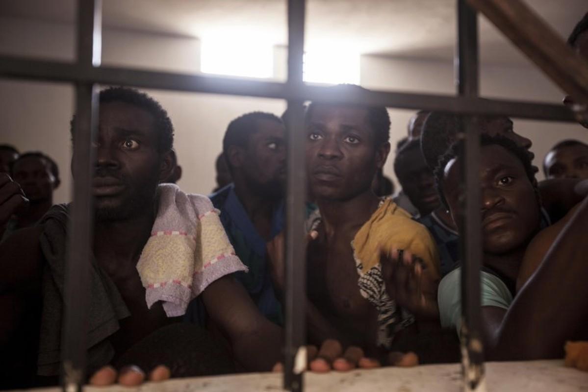 Ben trong trai giam khet tieng cua phien quan o Libya-Hinh-2